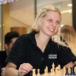 Kristin Braun am Schachbrett